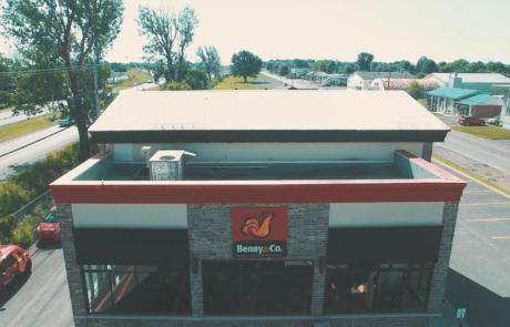 Vue aérienne du bâtiment Benny & Co.