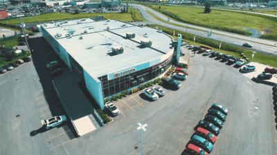 Vue aérienne d'un bâtiment toyota